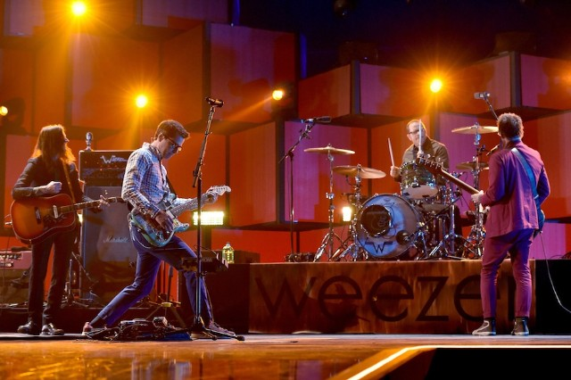 weezer everything will be alright in the end new album streaming