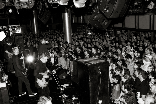 The Jesus and Mary Chain play to a packed house / Photo by Simon Simard