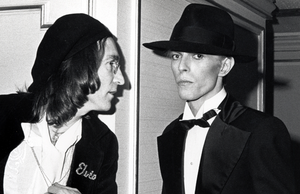 1975: David Bowie presents an award to Aretha Franklin... and she totally snubs him