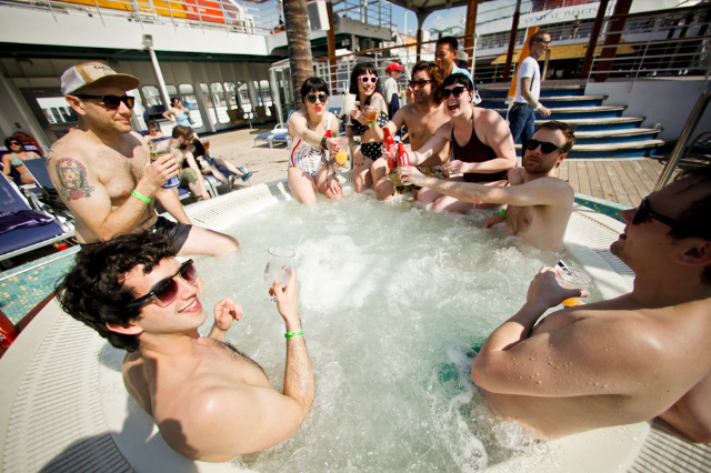 Bruise Cruise 2012 / Photo by Ian Witlen