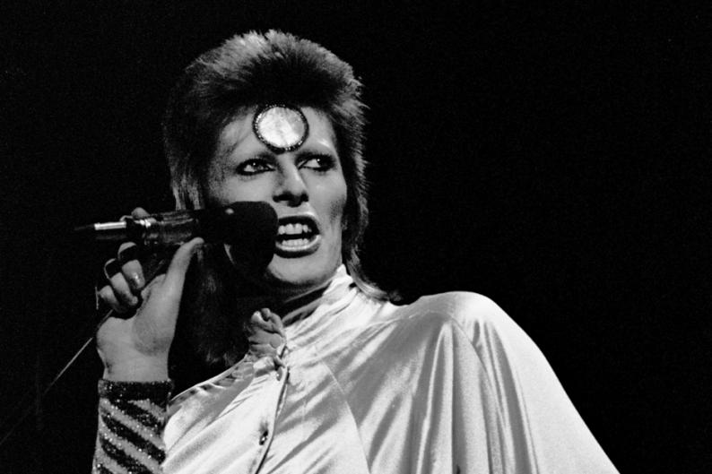 Bowie in 1973 / Photo by Gijsbert Hanekroot/Redferns