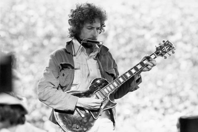 Bob Dylan in '75 / Photo by lvan Meyerowitz/Michael Ochs Archives/Getty