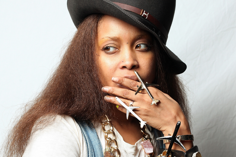 Erykah Badu Has A Flying Car Thinks Spin Writers Are Cute