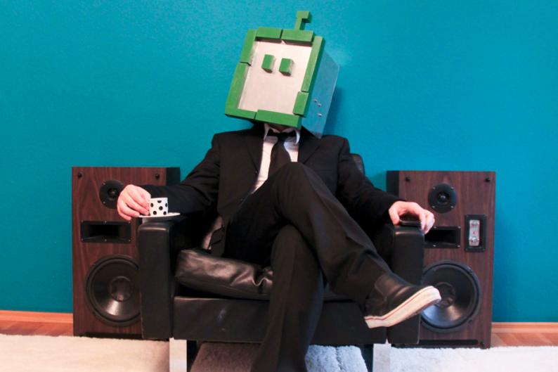 Shit Robot / Photo by Sean Dack