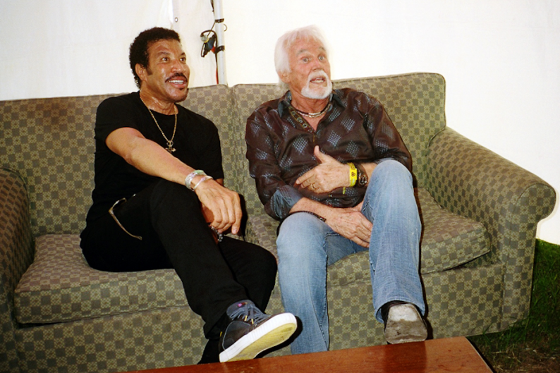 Lionel Richie And Kenny Rogers Hang In A Tent Recall The Birth Of Lady Spin