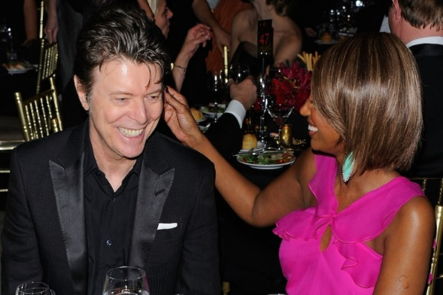Davie Bowie can't stop laughing! / Photo by Getty Images
