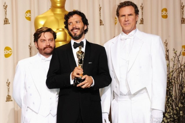 Bret McKenzie celebrating his Oscar win / Photo by Getty Images
