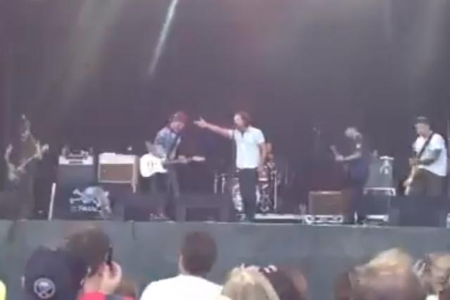 Pearl Jam's Eddie Vedder joins Gaslight Anthem