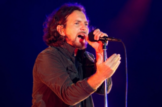 Eddie Vedder Couldn't Find a Better Man, Joins Kings of Leon Live