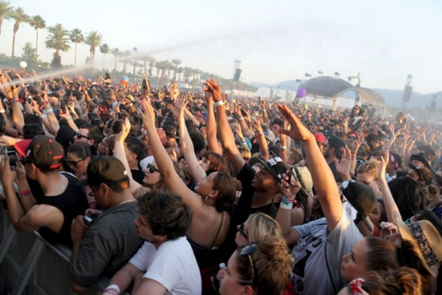 coachella 2012 crowd