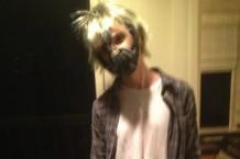 Nick Zinner as Kurt CoBane / Photo via Aziz Ansari's Twitter