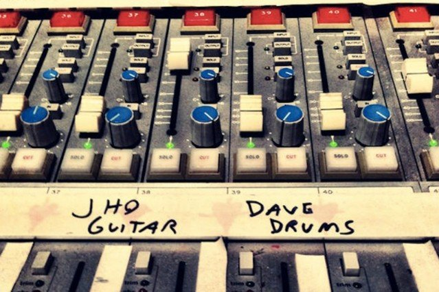 Dave Grohl Rejoins Queens of the Stone New Album Joey Castillo Out