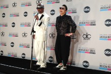 gangnam style mc hammer psy amas 2012