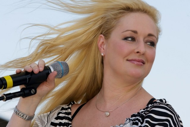 Mindy McCready performs in Nashville, 2008 / Photo by Frederick Breedon/WireImage