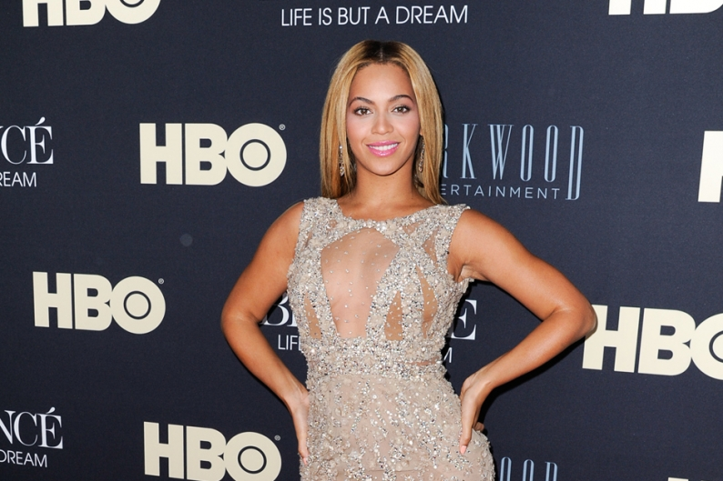 See Beyonce Shake Out Her Timbaland-Produced 'Grown Woman' Live in Paris