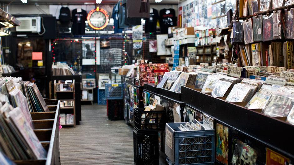 Broken Records The Final Days Of Bleecker Bob S Golden