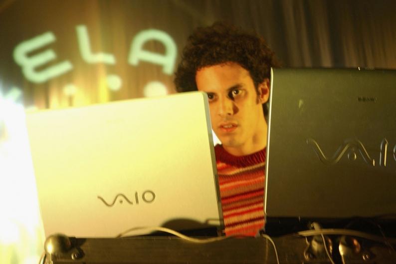 Four Tet Atoms for Peace 'Pyramid' Remix