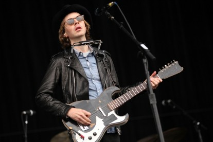Beck 'Defriended' New Albums Acoustic Studio Independent