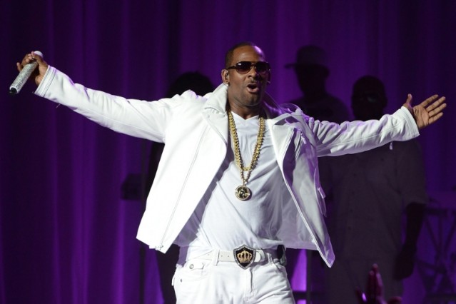 R. Kelly Flight Delayed Passengers 'I Believe I Can Fly' Airplane