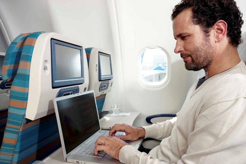 130625-Airplane-Laptop