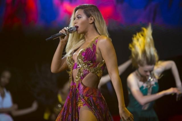 "Beyoncé, ""Standing on the Sun"""