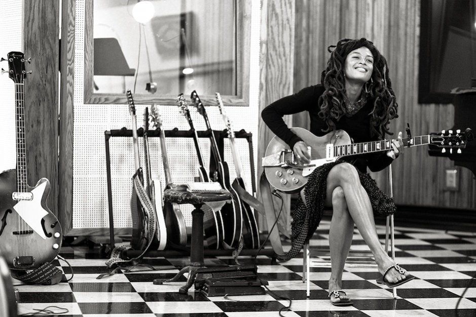 Countrified Darling Valerie June's Soulful 'Pushin' Against a Stone' Will Snag Awards, Sell Tote Bags
