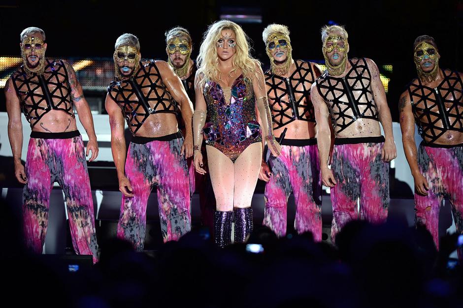 See Ke$ha's Dance Squad Out-Troll the Westboro Baptists