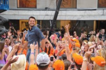 Luke Bryan 'Crash My Party' Katy Perry Roar Billboard Chart