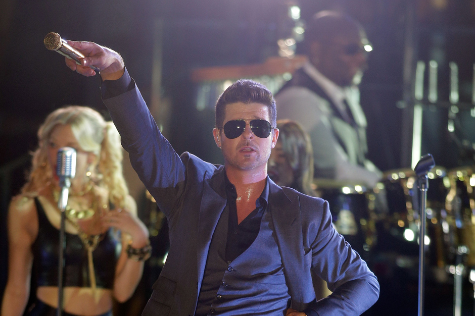 Robin Thicke Plays Freaky Football With 2 Chainz and Kendrick Lamar in  'Give It 2 U' Video | SPIN