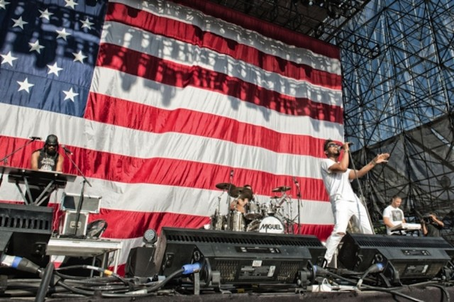 Miguel performing at Made in America 2013