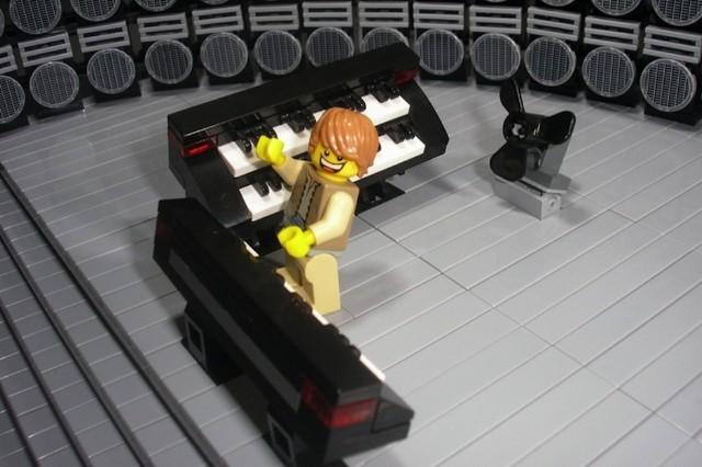 Lego concert rig, Mario Fabrio