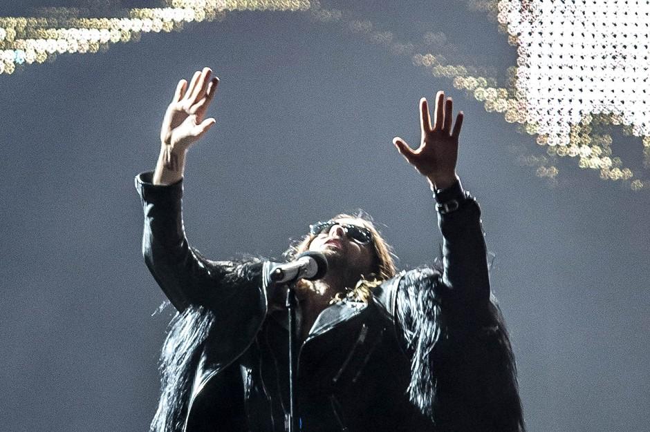 Disturbia: Jared Leto Desecrates Rihanna's 'Stay' While Ri Stumps for Bud
