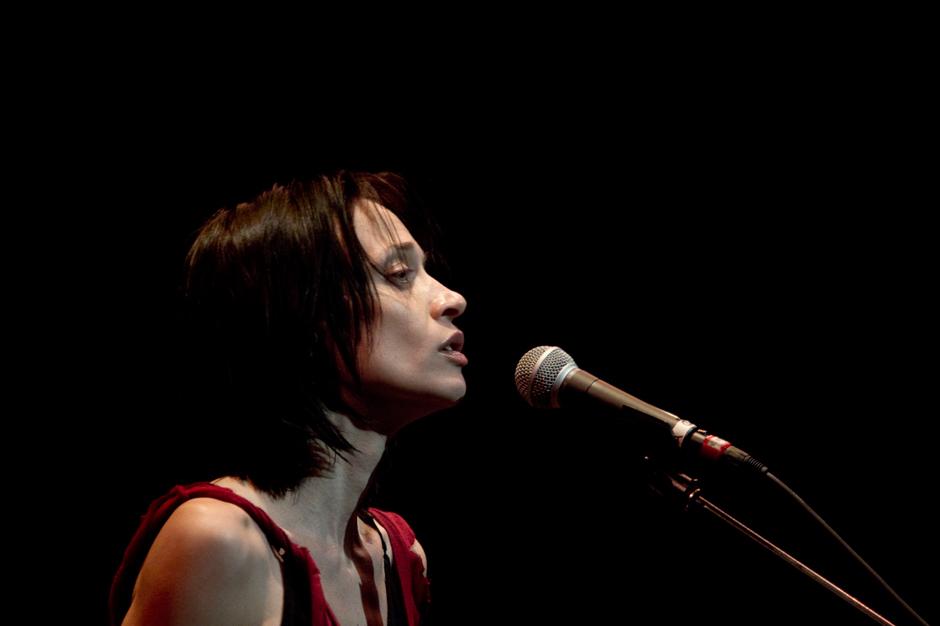Hear Fiona Apple's Soulfully Spiraling Blake Mills Duet 'Tipple'