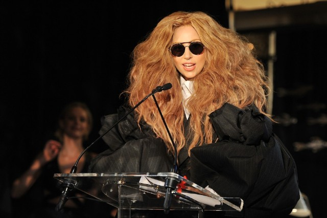 Lady Gaga Shares R  Kelly-ified 'Artpop' Track List, Cinematic 'Aura