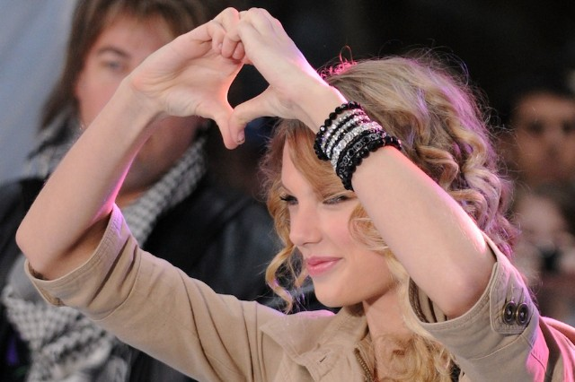 Taylor Swift, Google, hand, heart, gesture, patent
