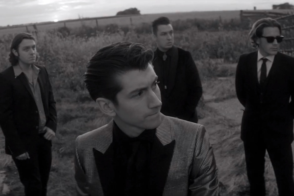 Arctic Monkeys Build Stage, Fans Come in Corn-fed 'One for ...