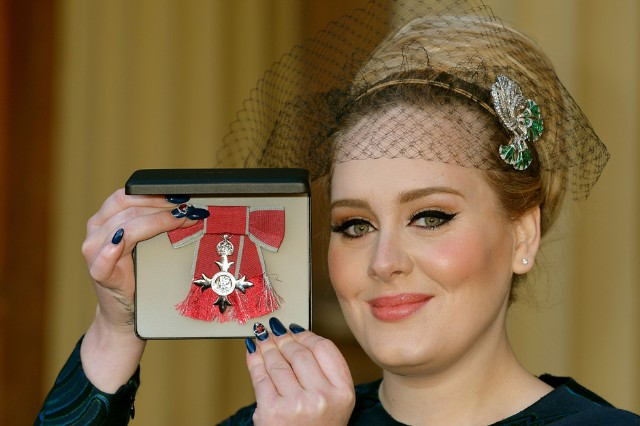 adele, royal honors, buckingham palace