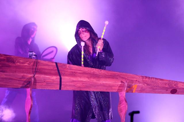 the knife, tour, shaking the habitual