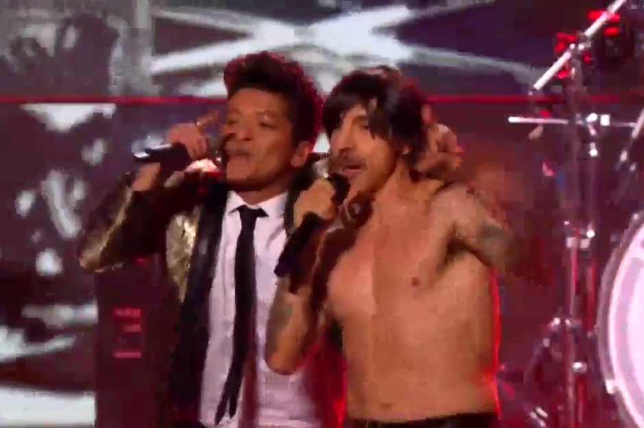Bruno Mars And Red Hot Chili Peppers Bring Entertainment