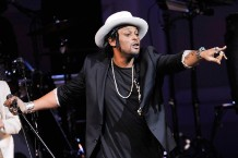 Review: D'Angelo Brings Organic Funk Back to Life on the Epochal 'Black Messiah'
