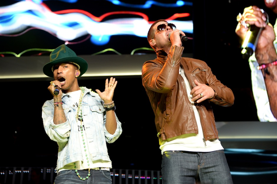 Pharrell Robin Thicke Walmart Performance Stream