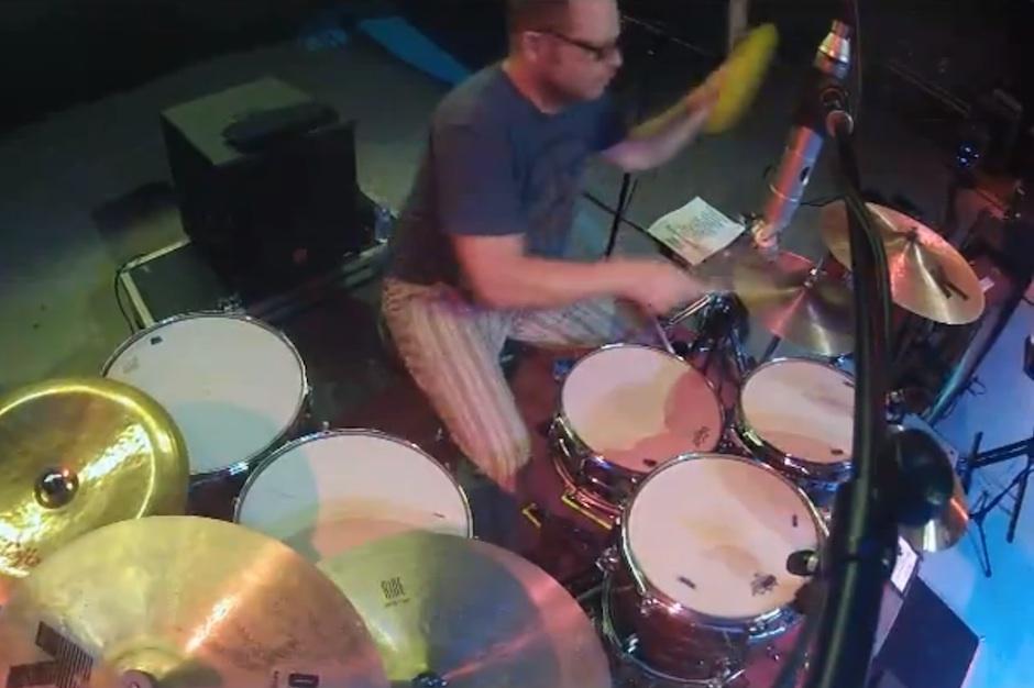 Weezer, Patrick Wilson, Frisbee, drummer, flying disc, catch, video