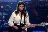 Watch Angel Olsen's Turbulent 'Hi-Five' Performance on 'Letterman'