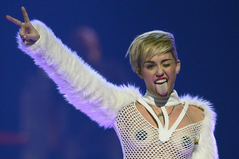 Miley Cyrus Lil BUB Lorde Hunger Games Instagram Kathleen Hanna
