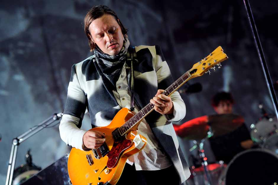 Watch Arcade Fire Cover Feist's 'I Feel It All'