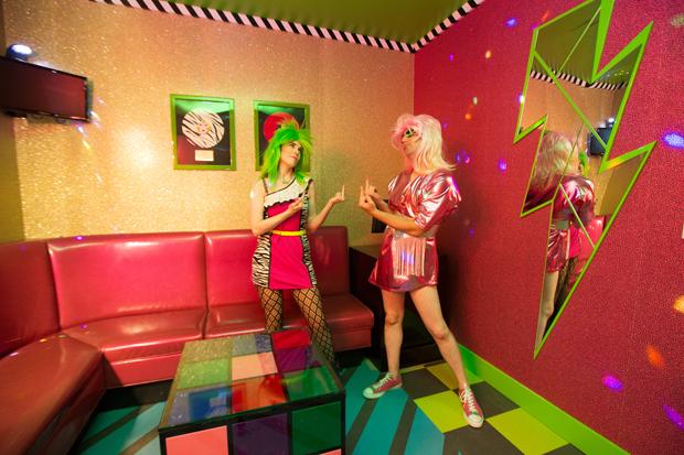texas karaoke twin peaks black lodge highball jem holograms