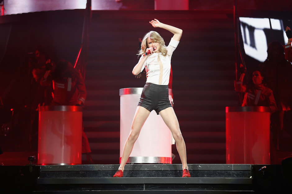 Watch Taylor Swift Pop, Lock, and Pirouette for 'Shake It ...
