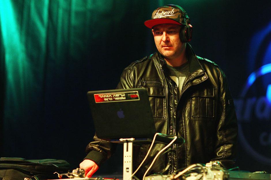 Do You Have Limp Bizkit's Moonman? DJ Lethal Would Really Like His MTV Award Back