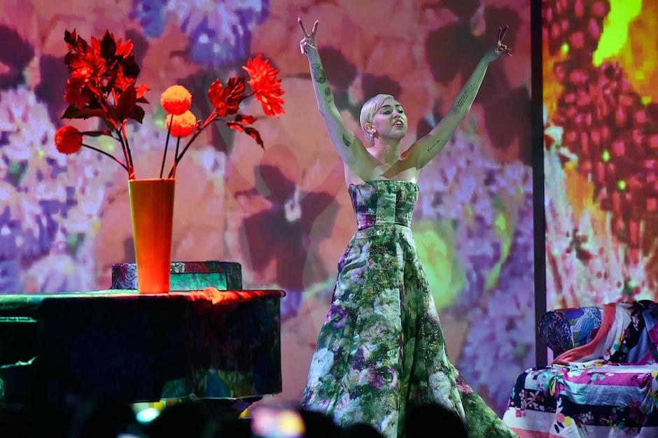 Miley Cyrus Topless New York Fashion Week Party Bushwick Video