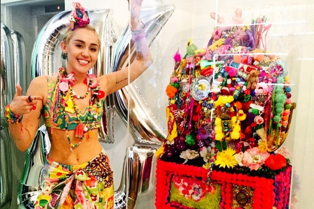 miley cyrus dirty hippie art nyfw jeremy scott